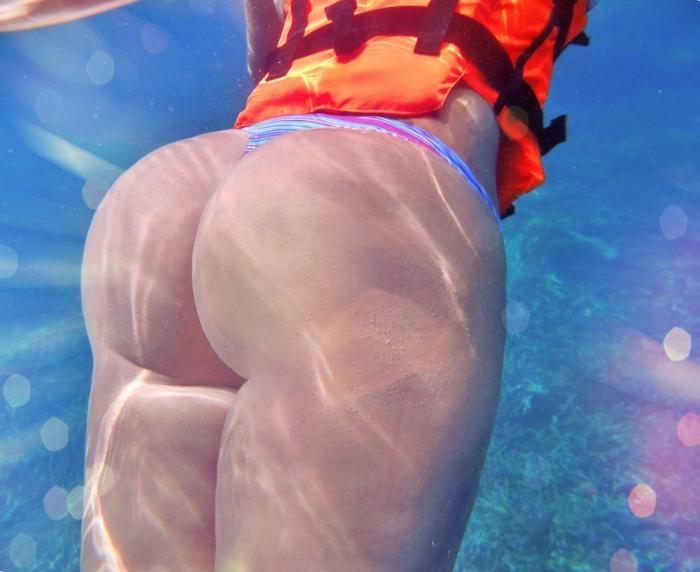 большая попка в воде фото