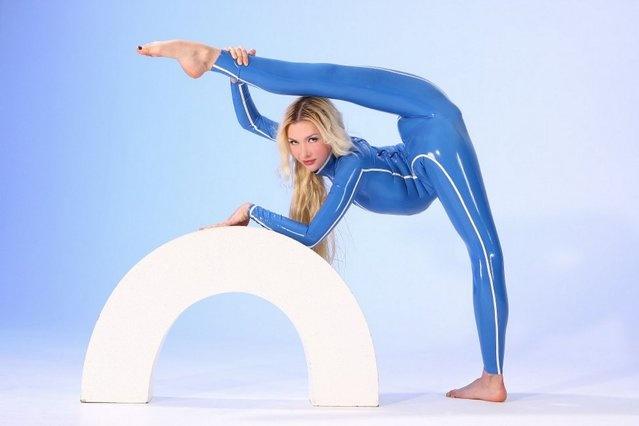Девушка с невероятно гибким телом