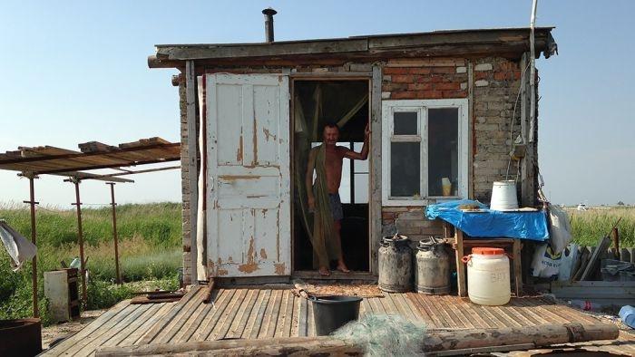 Отшельник, который живет на необитаемом острове (16 фото)