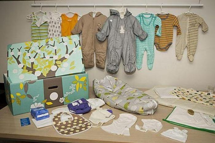В Финляндии всем беременным женщинам государство дарит коробку (6 фото)