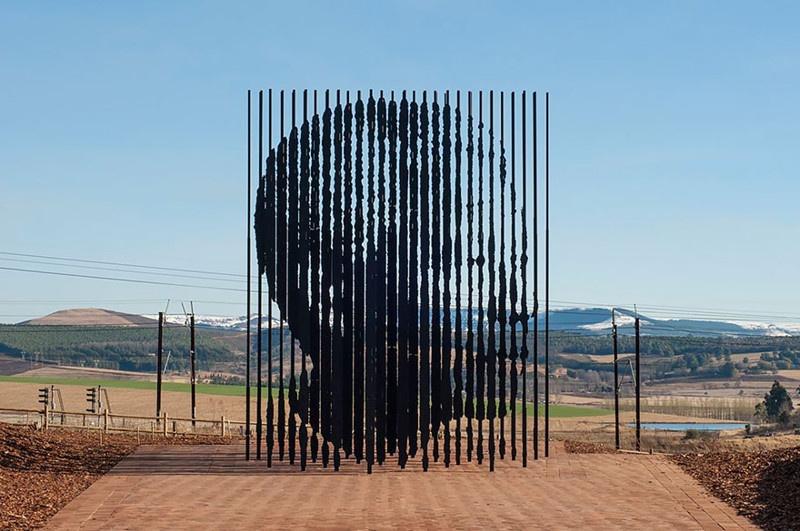 20 необычных памятников