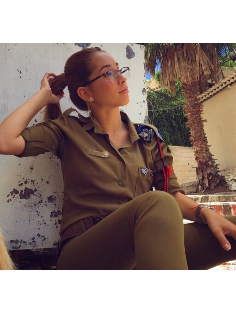 Солдат армии Израиля на службе и на отдыхе (15 фото)