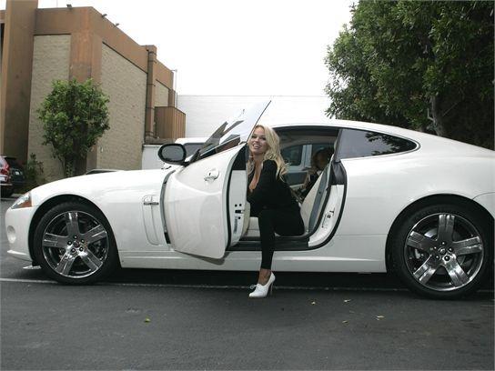 Знаменитости и их автомобили (11 фото)