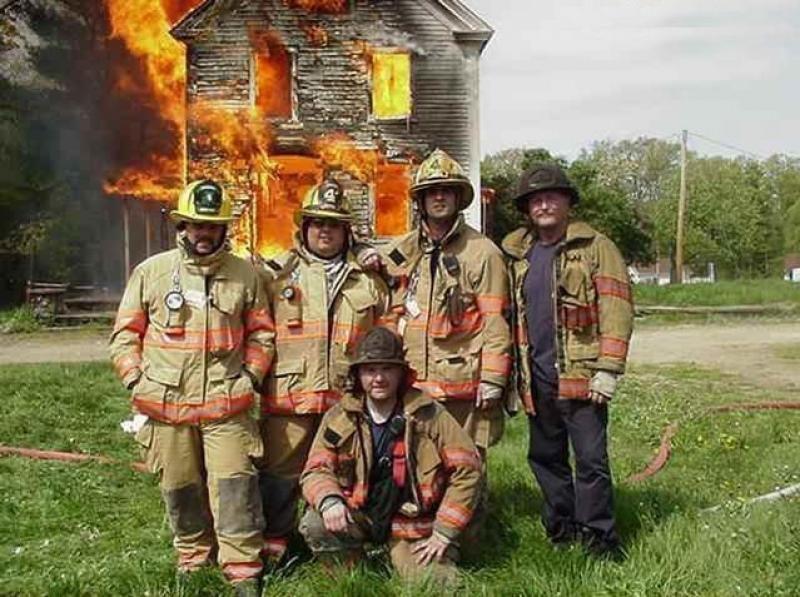 Не смогли потушить пожар? Сделайте на его фоне классную фотку... (20 фото)