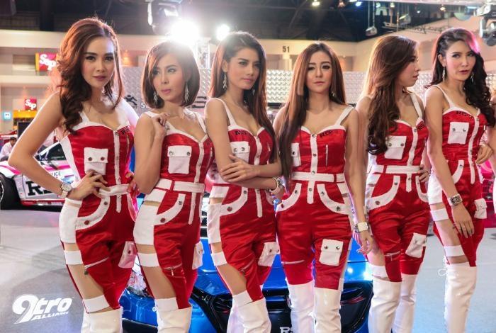 Девушки в автосалоне Бангкока (55 фото)