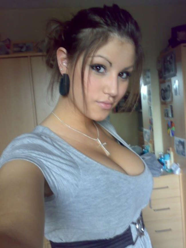 Девушки с пышной грудью (33 фото)