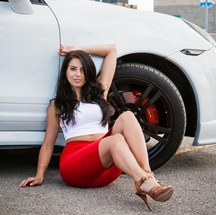 Девушки и автомобили (45 фото)