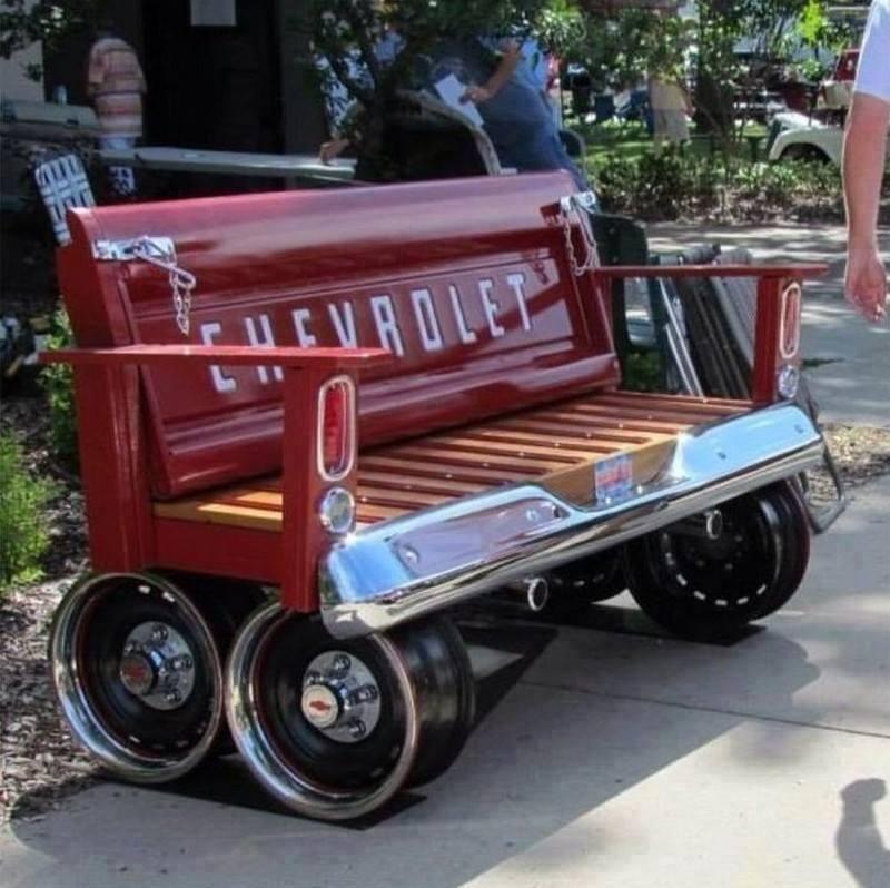 Элементы старого автомобиля в дизайне