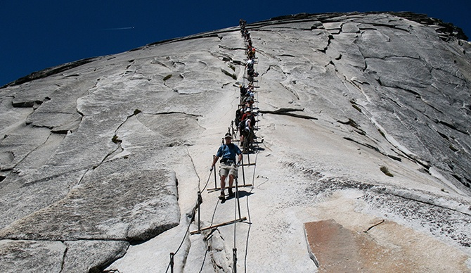 Самые опасные лестницы в мире (10 фото)