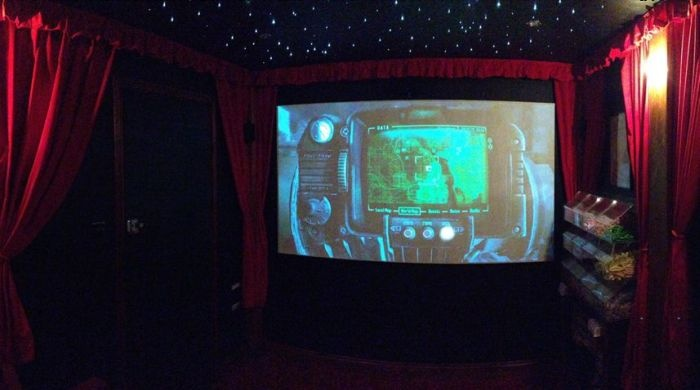 Собственный кинотеатр во дворе дома (14 фото)