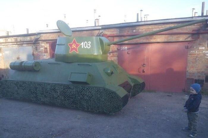 Самодельный танк сделал житель Таганрога из автомобиля ВАЗ-2106 (6 фото)