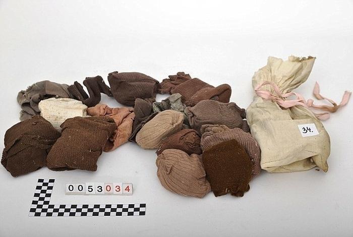 На чердаке найдены вещи со времен Второй мировой войны (12 фото)