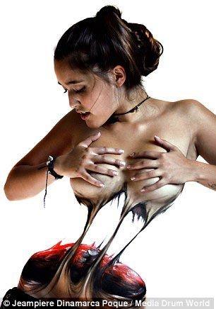 """Пугающий боди-арт """"разрывающий"""" женские тела (10 фото)"""