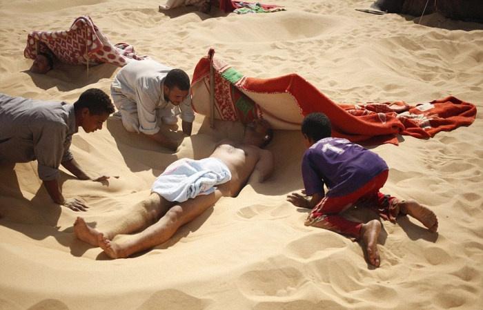 Панацея по-египетски: песочная ванна (16 фото)