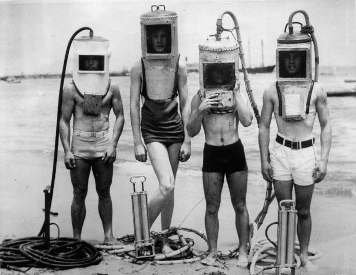 Кадры первых гидрокостюмов (8 фото)