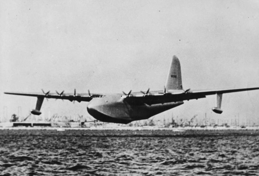 Самый большой самолет, построенный из дерева