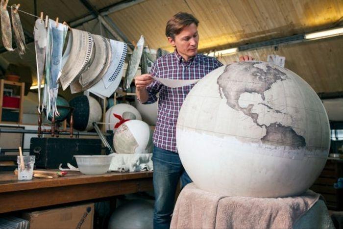Рисованные глобусы ручной работы (24 фото)