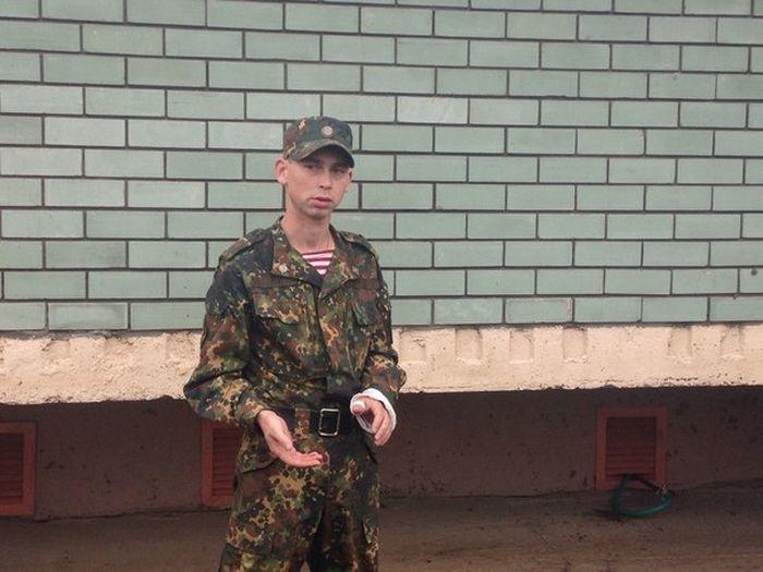 Боец спецназа налету поймал девочку, упавшую с 6-го этажа (5 фото)