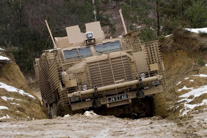 Подборка лучших армейских внедорожников (20 фото)