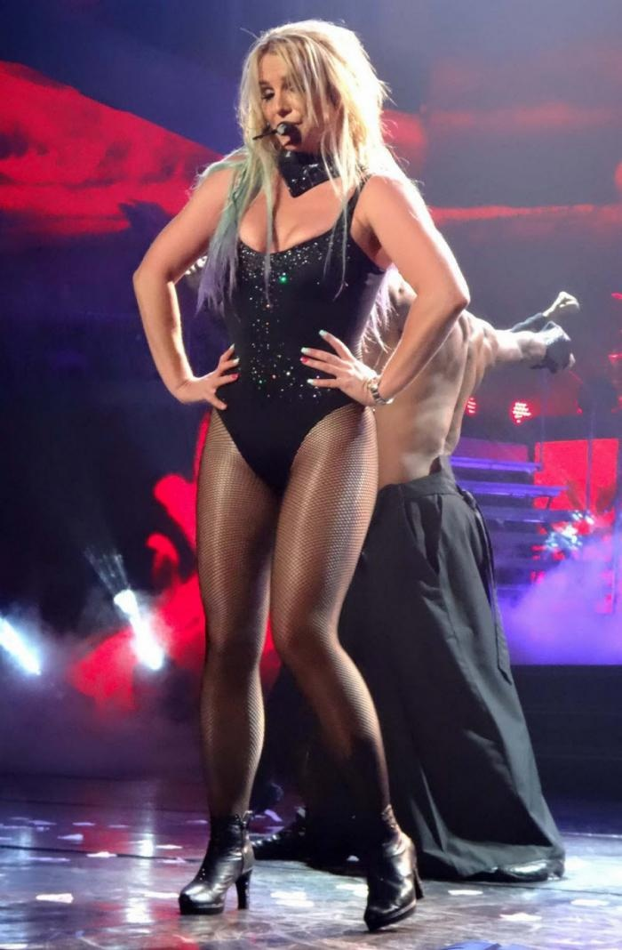 Концерт Бритни Спирс в Лас-Вегасе (9 фото)