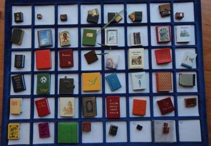 Коллекция маленьких книг (10 фото)