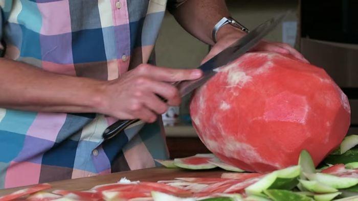 Интересный фокус с арбузом