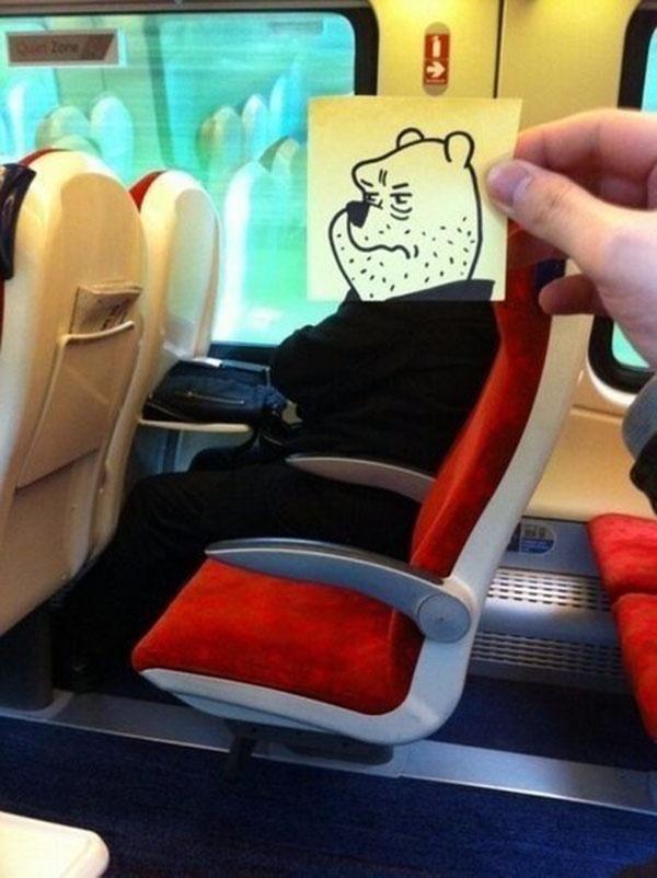 Веселый способ скоротать время в поезде или метро
