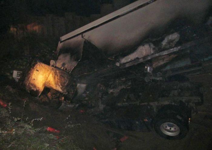 Водитель грузовика избежал жертв ценой собственной жизни (3 фото)