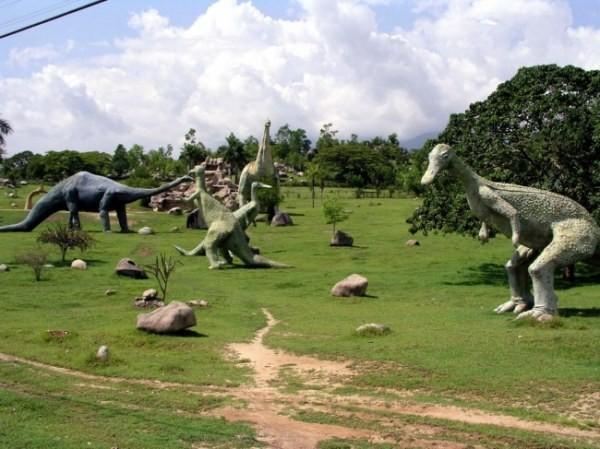 Необычные тематические парки (32 фото)