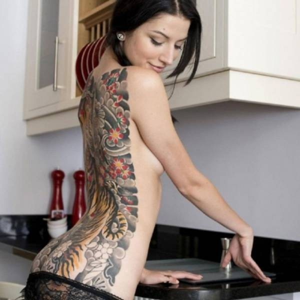 Девушки в татуировках