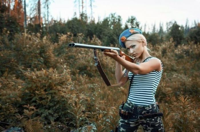 Вооруженные девушки