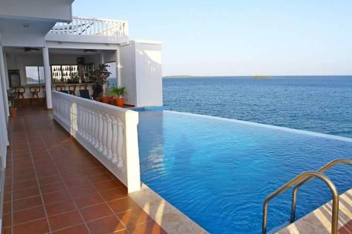 Люксовый отель на крошечном островке (16 фото)