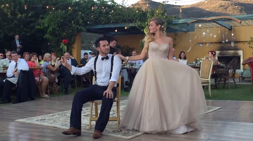 Необычный танец жениха и невесты
