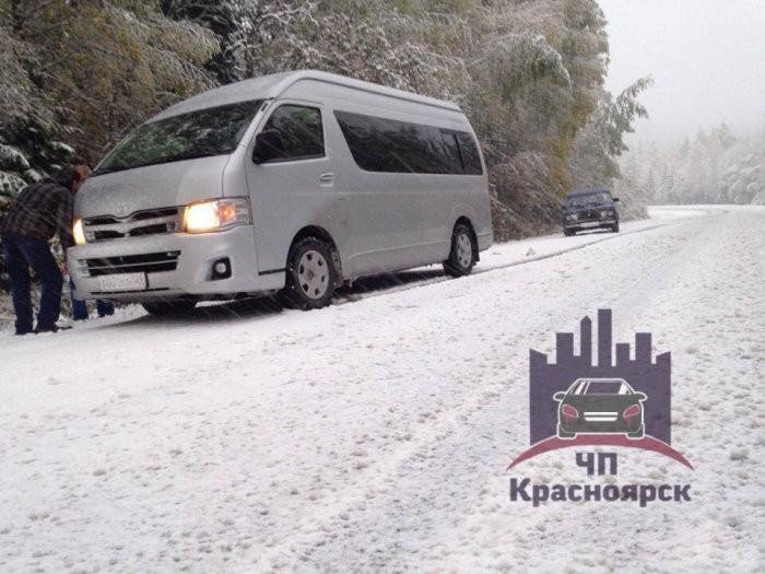 Зима близко! Уже намело под Красноярском (2 фото)
