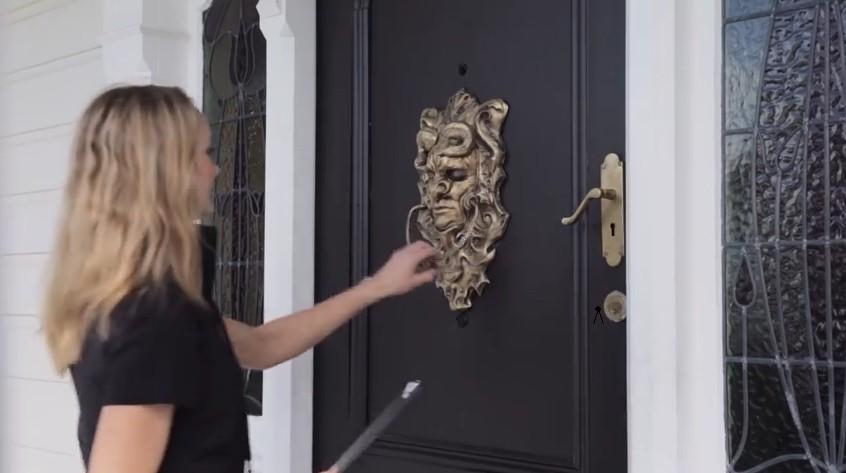 Как отвадить активных продавцов приходить в ваш дом (видео)