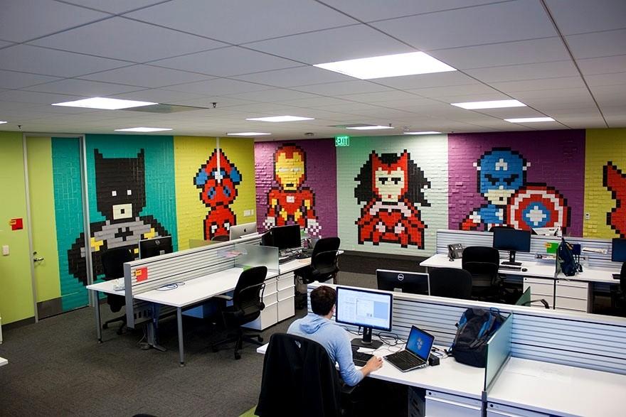 Оживляем офис с помощью стикеров