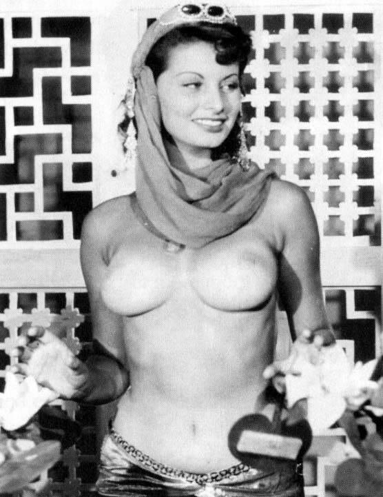 Самой неподражаемой итальянке Софи Лорен 81 год