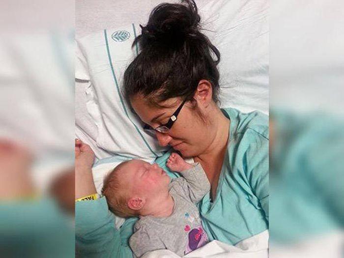 Малыш вывел маму из комы (5 фото)