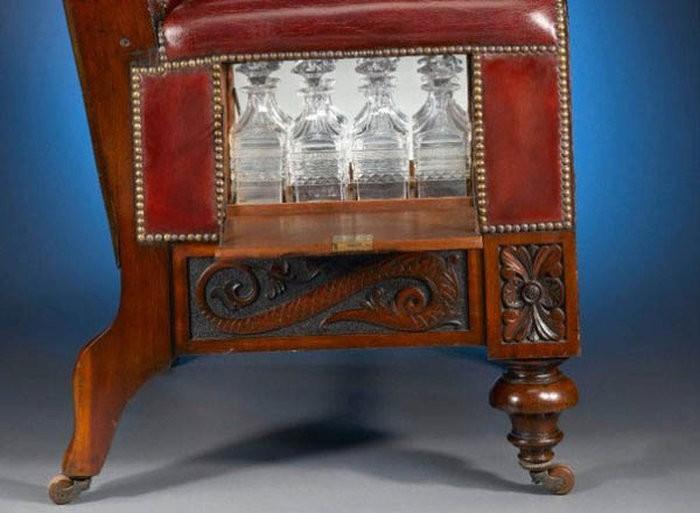 Антикварное кресло с сюрпризом (5 фото)