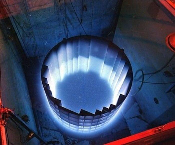 Удивительное свечение в ядерных реакторах (6 фото)