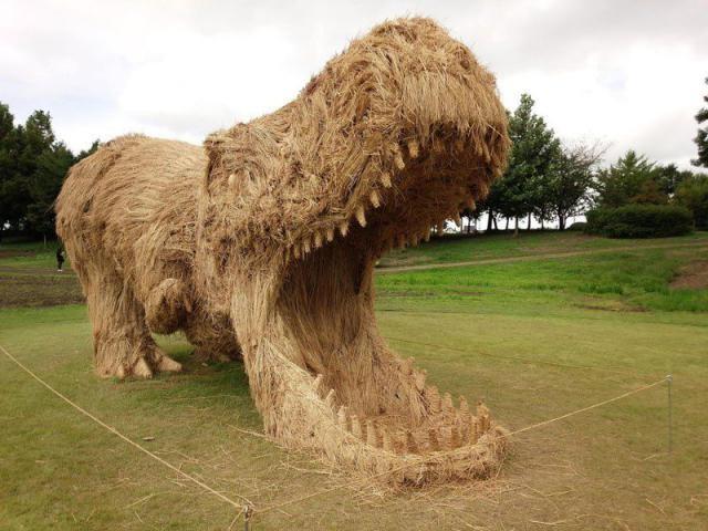 Фестиваль соломенных скульптур в Японии (18 фото)