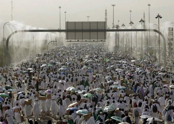 Около 220 паломников погибло из-за давки в Саудовской Аравии (8 фото + видео)
