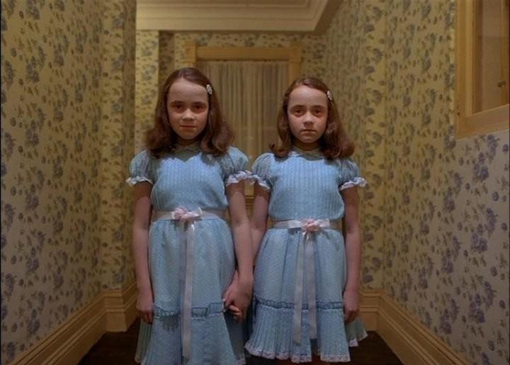 Злобные близнецы в кино (13 фото)