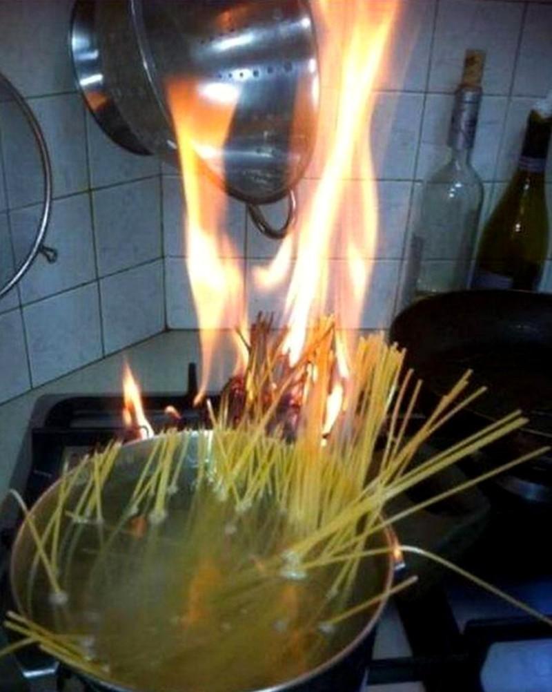 Мужчина на кухне (16 фото)