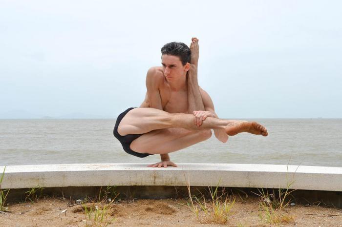 Необыкновенный контроль над своим телом (19 фото)
