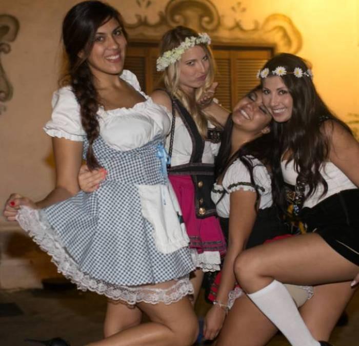 Девушки на фестивале Октоберфест (41 фото)