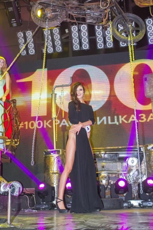 Смелое платье казанской красавицы (4 фото)