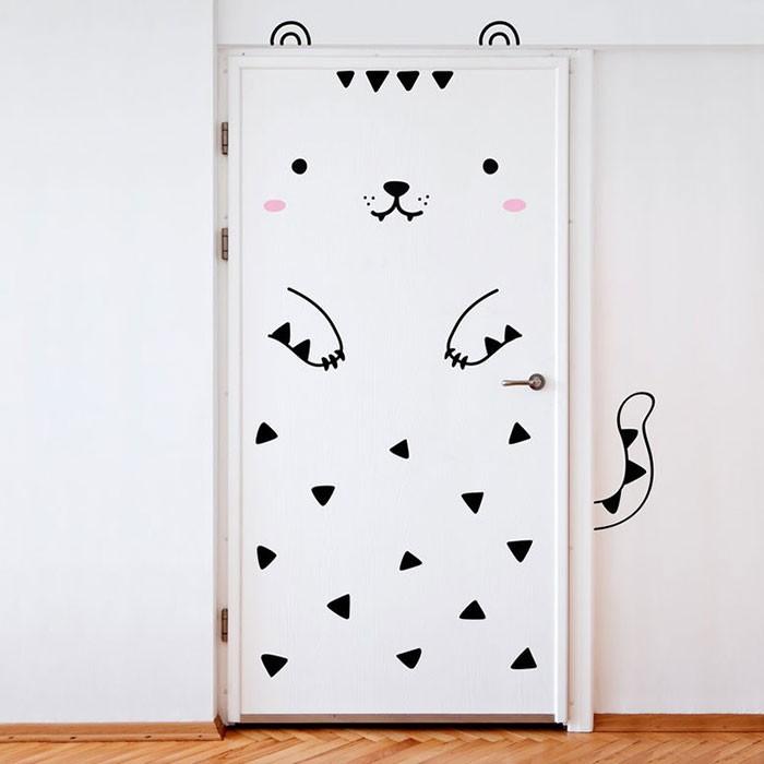 Смешные наклейки на двери