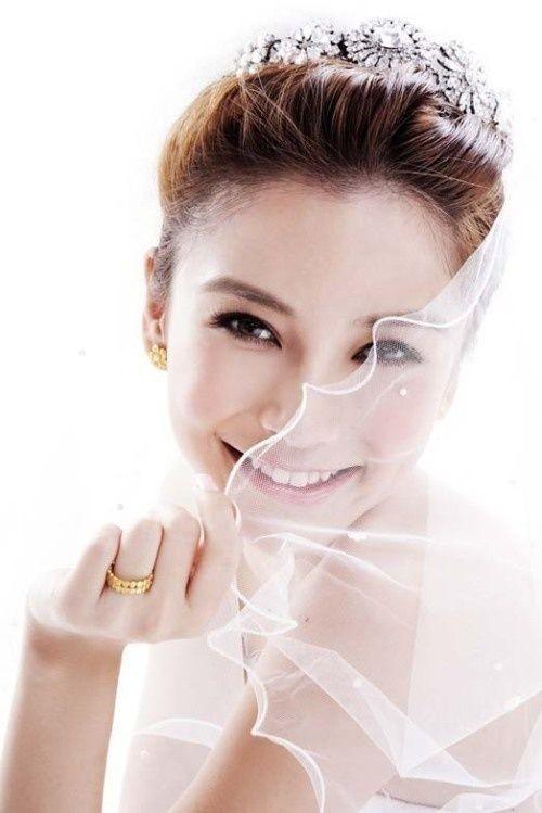 Натуральность своей красоты  пришлось доказывать китайской актрисе Енг Вин (Анджеле Бэйби) (21 фото)