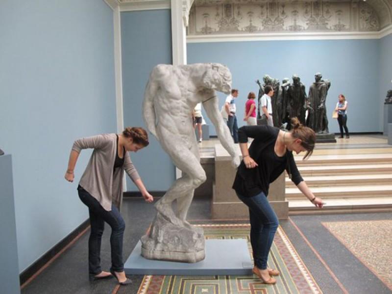 Люди, которые умеют фотографироваться с памятниками